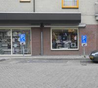 写真:市内の道路にある駐車スペース